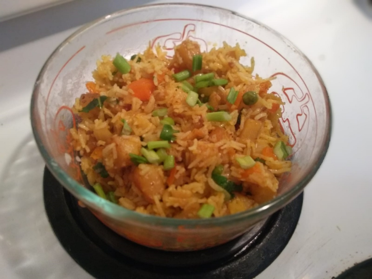 Aloo Fried Rice Recipe | masala rice | spiced rice with leftover rice | Tiffin Recipe